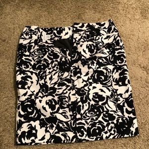 Liz Claiborne, Size 12, floral skirt with Belt